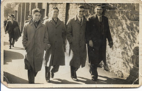 Jack and Edward Payne (brothers of Stanley) on left, Murray Platt (half brother) and a friend Jack Gow on right This photo of Stanley's brothers is the nearest likeness to him